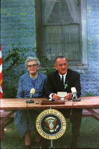 English: President Lyndon B. Johnson signing the Elementary and Secondary Education Act